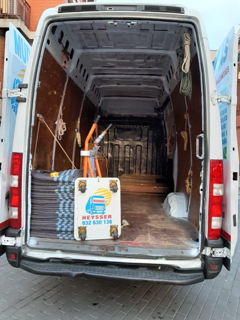 Camion de Heysser para mudanzas pequeñas con mantas protectoras