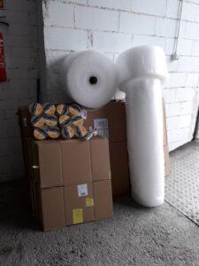plástico burbuja, precintos y cajas de mudanza
