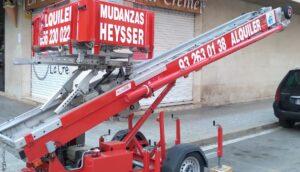 plataforma elevadora por fachada de mudanzas Heysser